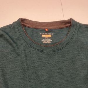 Van Heusen Traveler T-shirt Size Large